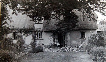 Old Yews Cottage before extension in the 1940s [X535/3]